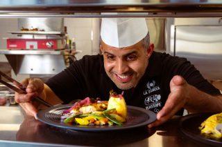 Notre chef Hassan vous concocte de délicieuses surprises à La Fabrica 😋 et toujours avec le sourire !#cuisine #yverdonlesbains #explorityverdon #enjoy #lafabrica